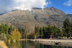 Laguna con cerro Pirque
